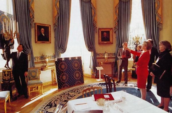 Did Hillary Clinton Steal 200 000 In White House Furnishings