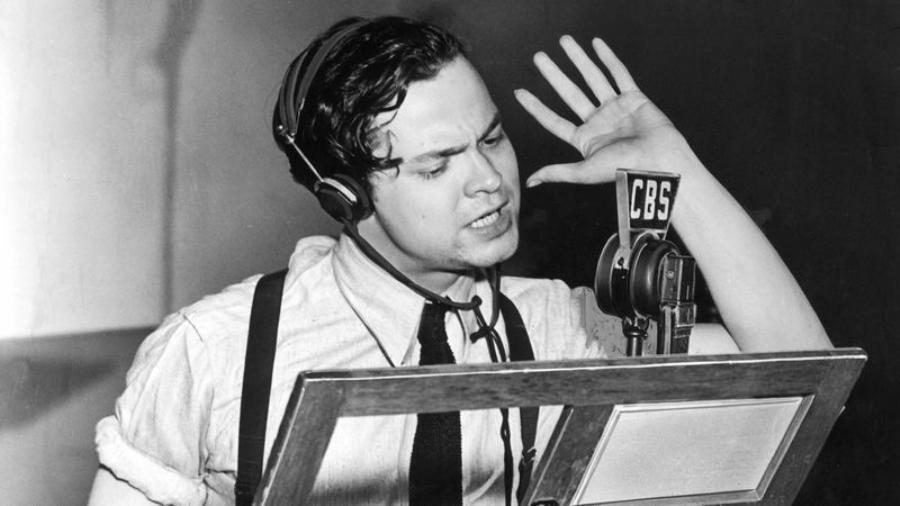 Resultado de imagen de orson welles war of the worlds radio broadcast