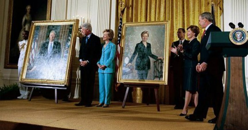 Hillary Clinton Christmas.Clinton Portrait Hung With Christmas Decorations At White House