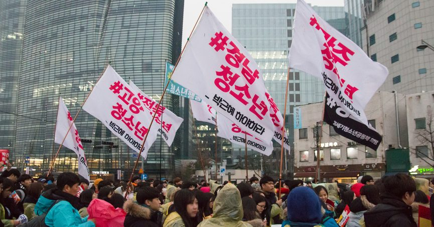 Seoul, South Korea, Nov 26th 2016: Hundreds of thousands of people gathered at the 5th rally in the rain to demand the ouster of President Park Geun-hye.