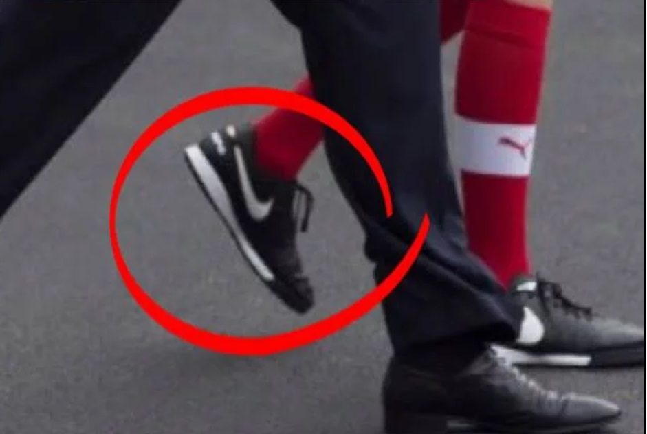 25eda7cc5078a Does This Photograph Show Barron Trump Wearing Nike Shoes?