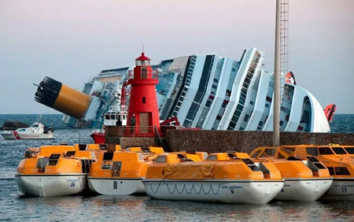 FACT CHECK: Did the Carnival Cruise Ship 'Triumph' Overturn and Sink?