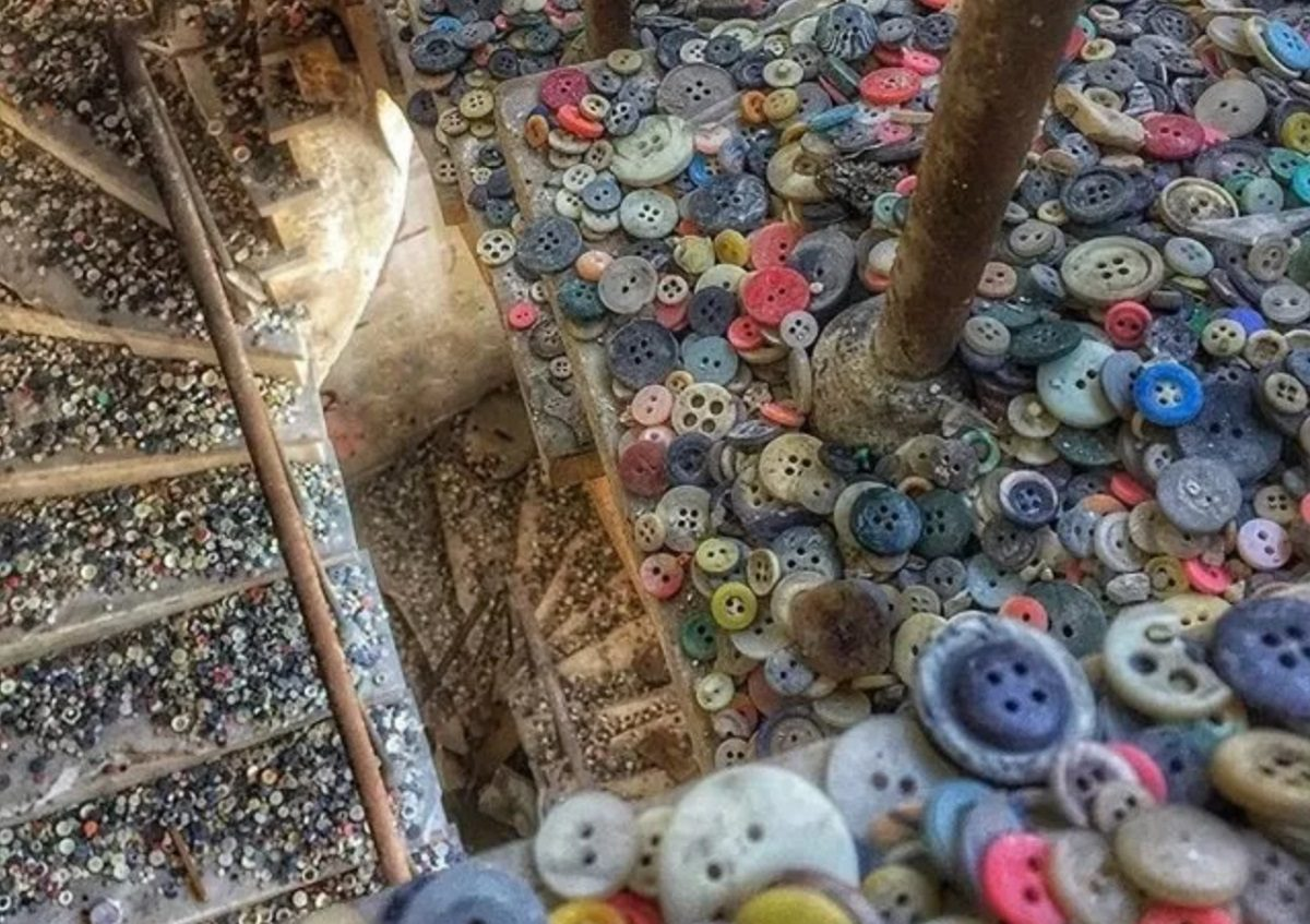 FACT CHECK: Was This Photograph of an 'Explosion' of Buttons Taken at an Abandoned Button Factory?