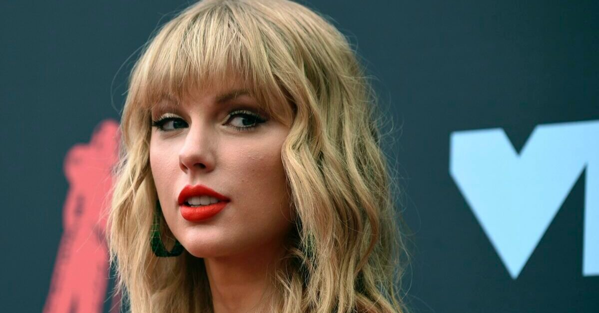 Taylor Swift's Father Safe after Fight with Burglar - snopes