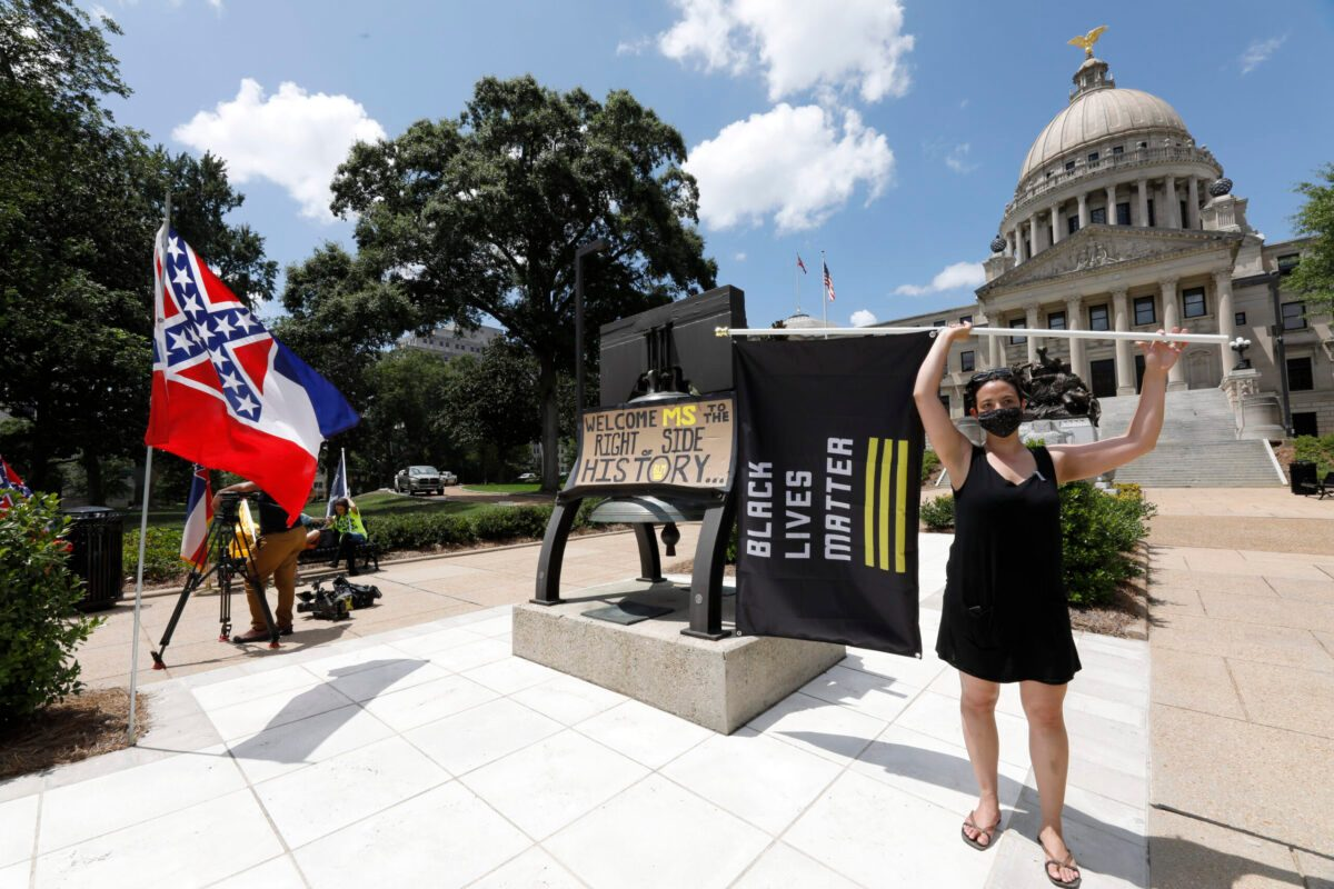 Mississippi Removes Confederate Symbol From State Flag