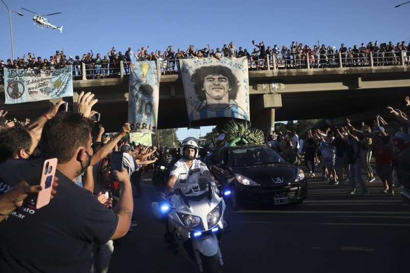 3 Funeral Workers Fired Over Maradona Coffin Photos - snopes