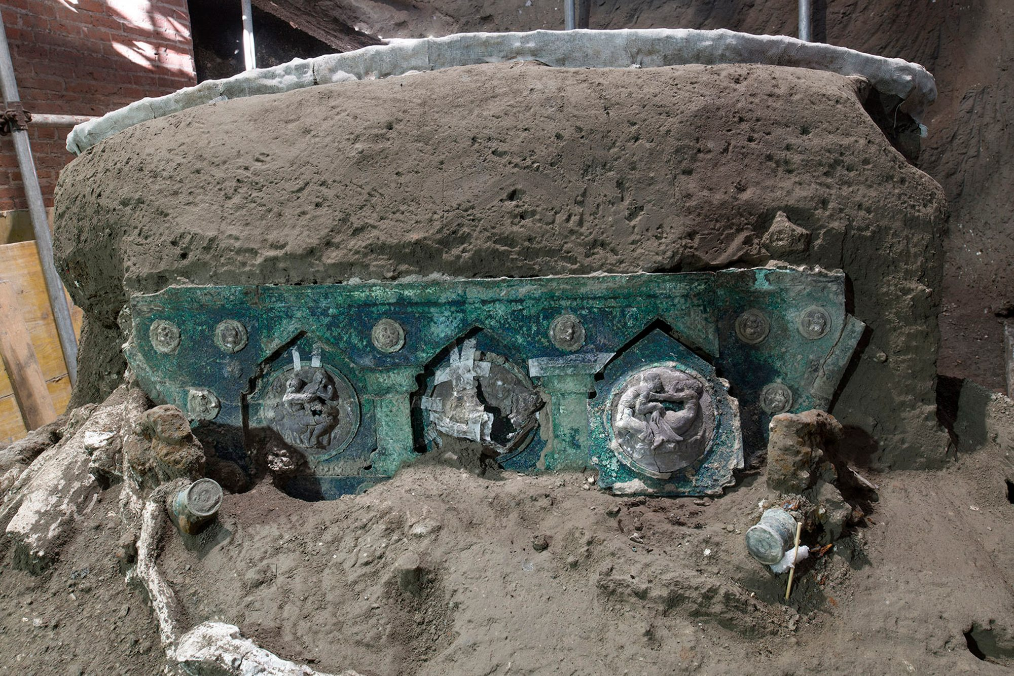 Archeologists Find Intact Ceremonial Chariot Near Pompeii - snopes