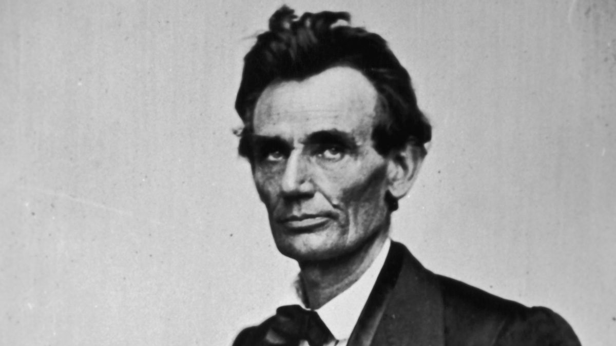 Did William Mumler Take a Picture of Lincoln's Ghost in 1872?