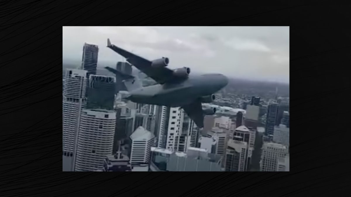 Does a Video Show a C-17 Globemaster Flying Between Buildings? - snopes