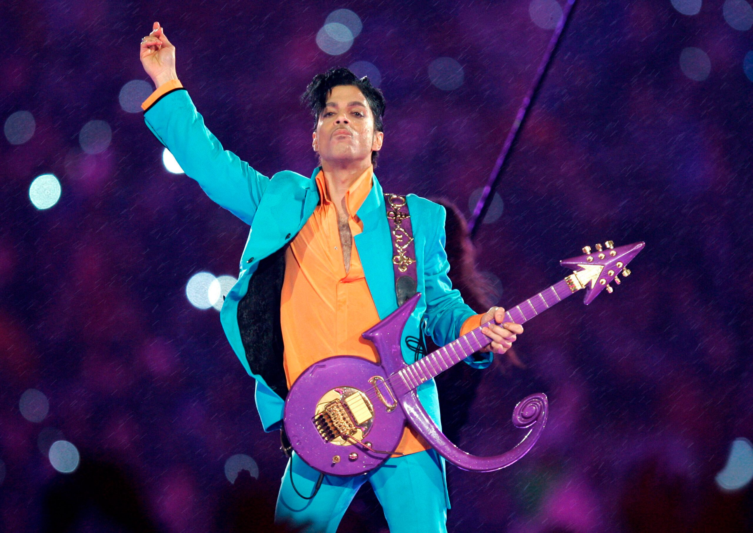 First Steps Made in Congress to Honor Pop Superstar Prince - snopes