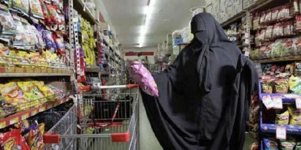 LEGEND: Angry Muslim Confronts Cashier Over Flag Pin