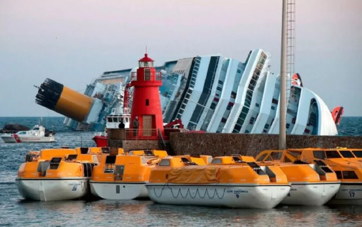 Fact Check Did The Carnival Cruise Ship Triumph Overturn And Sink